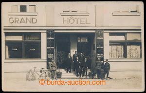 197788 - 1930 LYSÁ NAD LABEM - Grand hotel, vchod do hotelu s majitel