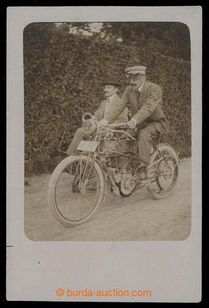 199967 - 1910 motocykl se sajdkárou za jízdy, fotopohled; neprošlá, b