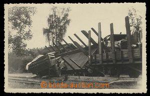 29113 - 1940 Czechoslovakia  photo postcard, vykolejený train at ra