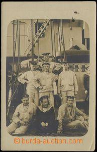58284 - 1914 reálfoto skupiny námořníků na palubě lodi Tegetth