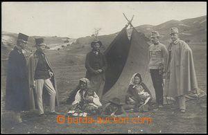 59663 - 1911 cikáni u stanu, kartářka, skupina rakouských voják