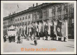 80857 - 1936 LOH 1936, olympijský oheň s vlajkami v popředí něm